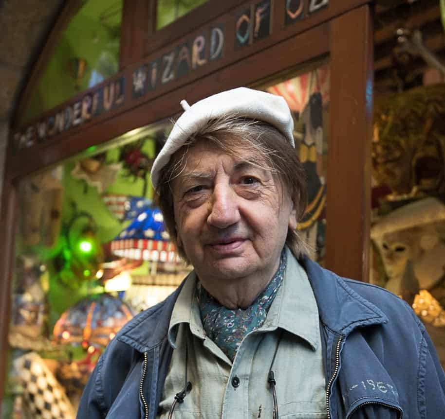 Guiseppe Rosella is the self appointed Wonderful Wizard of Oz, who delights in showing visitors a lifetime of treasures he has collected.