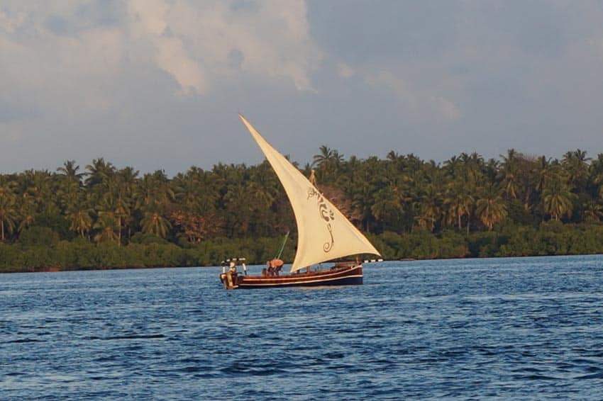 This dhow took us the 30-minutes to Juani island.