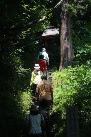 A group of travelers make the hike to see the river views.