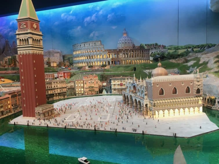 Gulliver's Gate: An Astounding Miniature World in Times Square 11