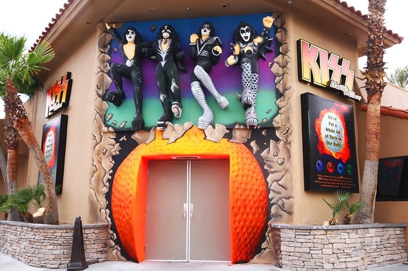 Play minigolf with your favorite rock band, KISS!