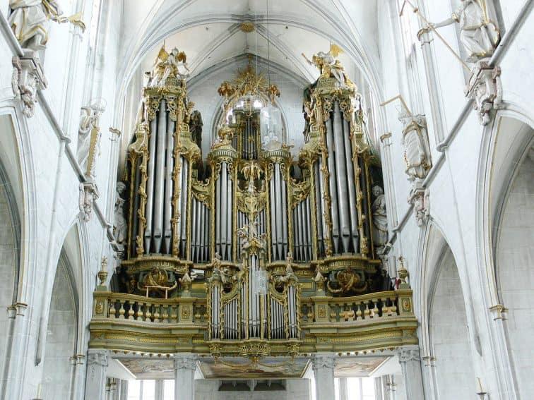 The organ at Salem. | GoNOMAD Travel