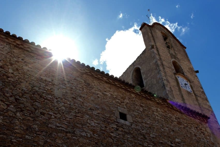 The skyline of Begur is dominated by the Parróquia de Sant Pere i Santa Reparada. This beautiful church has stood the test of time for over five centuries.