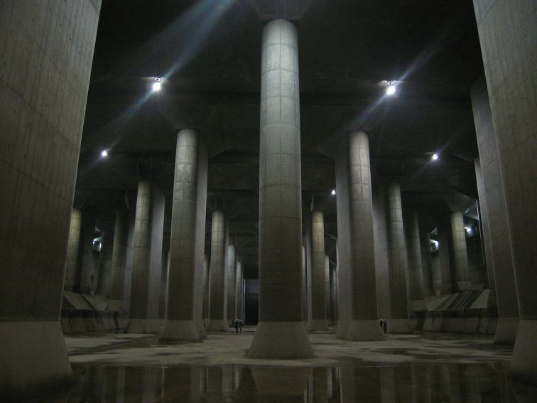 The Metropolitan Area Outer Underground Discharge Channel (Kasukabe, Saitama , Japan). Taken by Dddeco.
