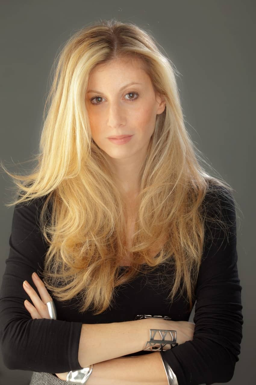 Stephanie Rosenbloom's headshot in her book Alone Time.