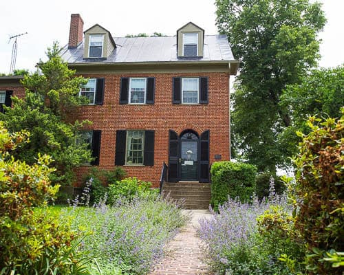 The Jackson Rose B&B in Harpers Ferry offers a comfortable stay in a historic house.