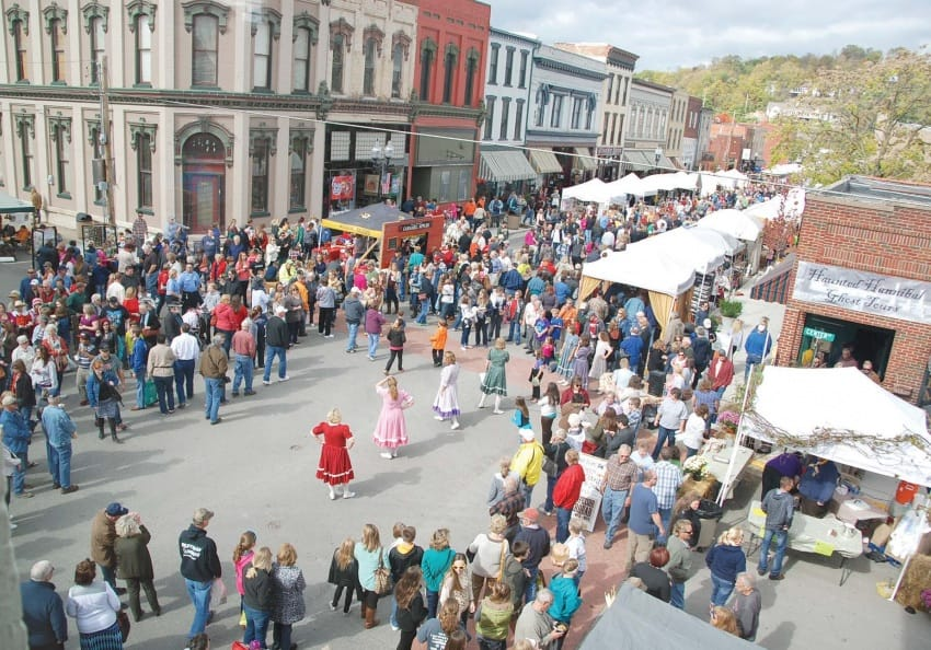The 50 Miles of Art Festival in Hannibal, MO town center.