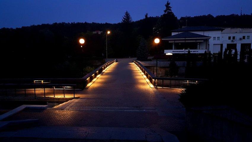 A bridge in Troyan at night.