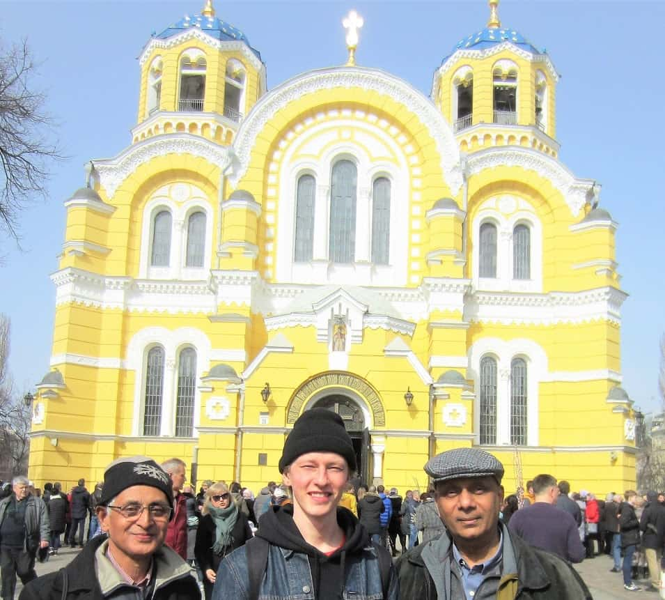 Mann, Yevhenii and your truly outside Volodymyr Cathedral, Kyiv, Ukraine
