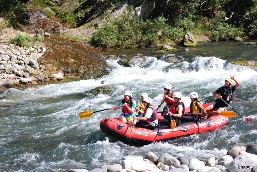 A raft team cruising through some rapids on the Kinugawa.