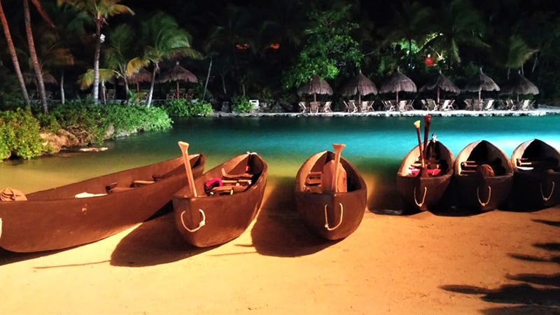 Anticipation grows in Parque Xcaret to see the rowers off on their pilgrimage.