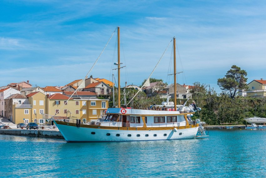 The Adriatic Breeze, one of many gulets for charter in Croatia. Goolets photos.