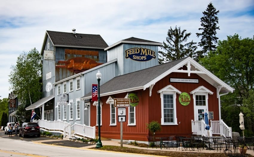 The commercial district of Elkhart Lake is quite small, with a just a few shops, bars and restaurants. Locals do most of their shopping in Milwaukee, an hour's drive to the south.