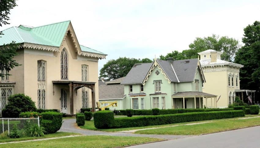 Nearly all canal towns have stately historic homes.