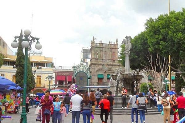 Sunday afternoon in the Zocalo of Puebla.