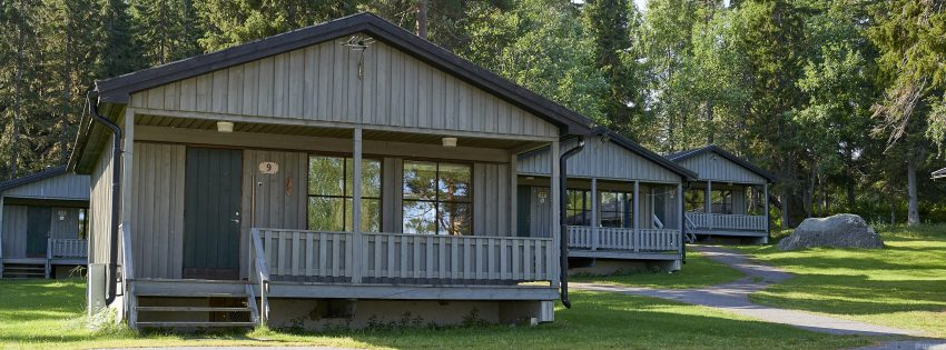 Brändön Lodge is a beautiful accommodation for this area in between glistening water and tall trees.