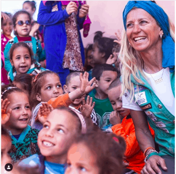 A meeting between a Gazelle and Moroccan children during the 2016 medical caravan.