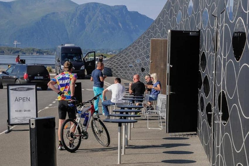 There is a unique architectural rest stop on the Atlantic Road, where travelers can pick up snacks and drinks, as well as use the restrooms. ©Foto- Jan Andresen : Statens vegvesen