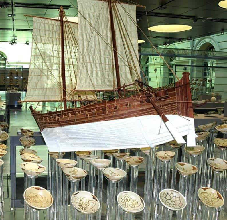 Model of 9th century Tang shipwreck with restored bowls.