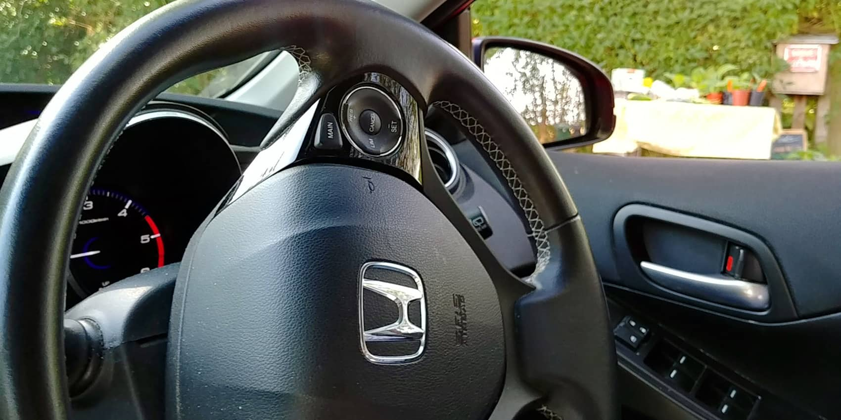 Steering wheel on right, drive on the left.