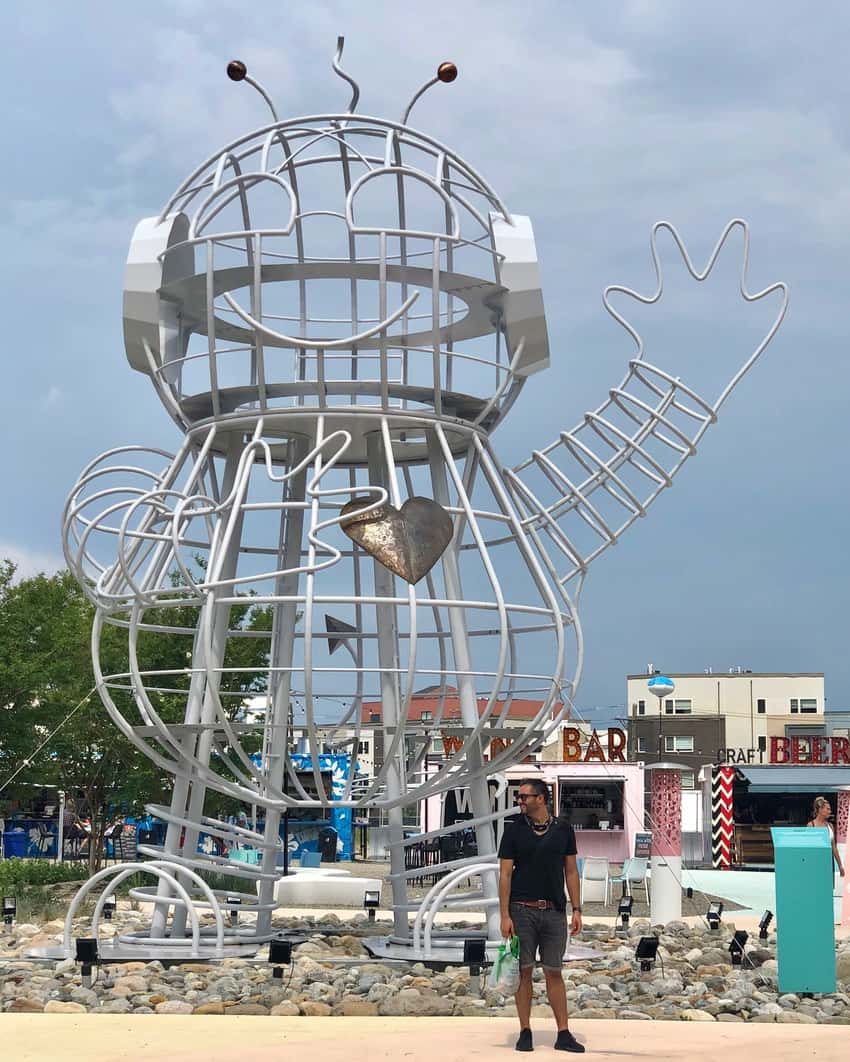Welcoming robot installation at the Piazza square in Fishtown, Philadelphia, PA. Tetyana Saucedo photos.