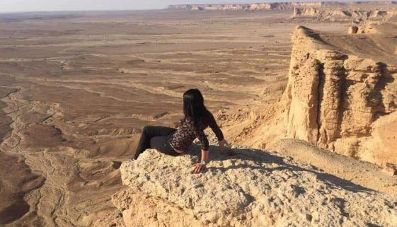 Saudi Arabia: Trying the feeling to look at the whole desert from the edge of the world. Federica Petrilli photos.