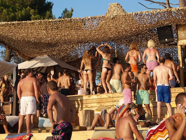 Skaithos Banana Beach party