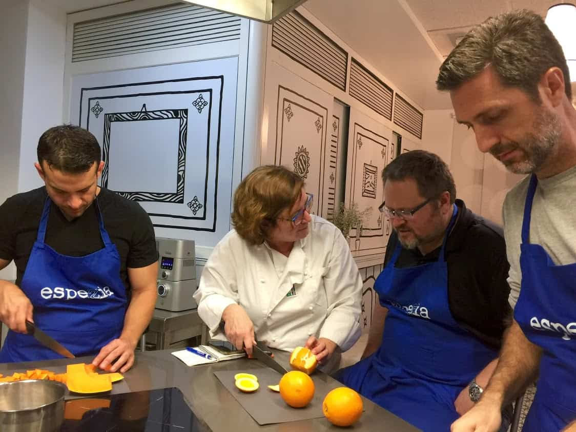 Learning Spanish cooking in Espezia kitchen in Mérida.