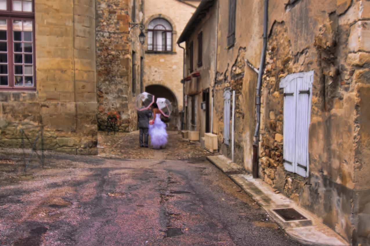 Wedding couple in the streets of beautiful Toulouse, France.