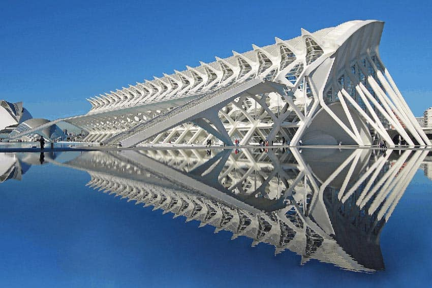 El Museu de les Ciències Príncipe Felipe, built to resemble a whale skeleton