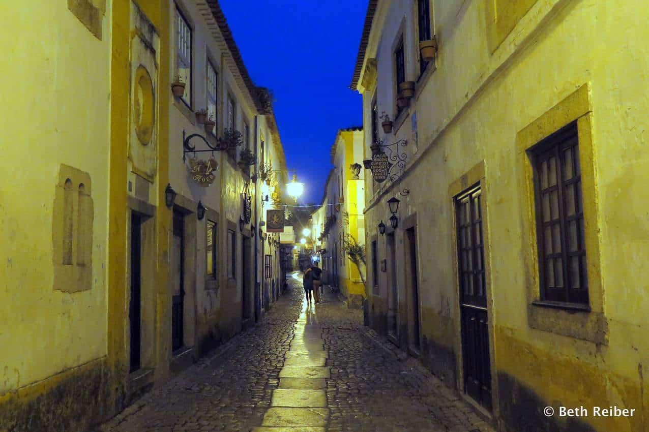 Rua Direita in the evening