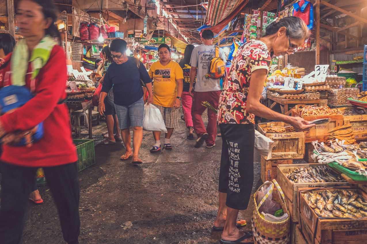 A market in the Philippines. Frank Lloyd de la Cruz photo
