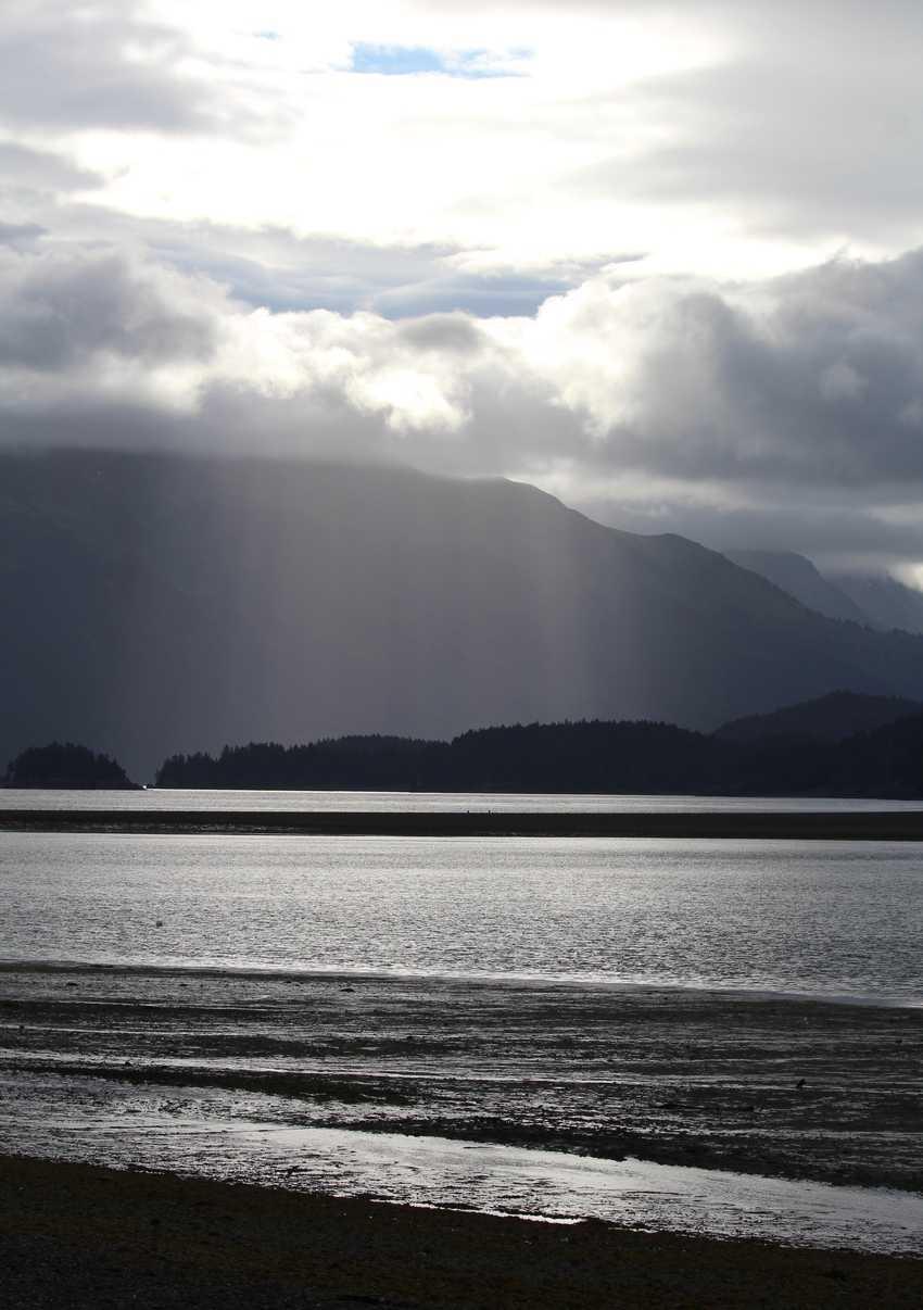 Kachemak Bay Alaska: Between Beaches Cabins 2