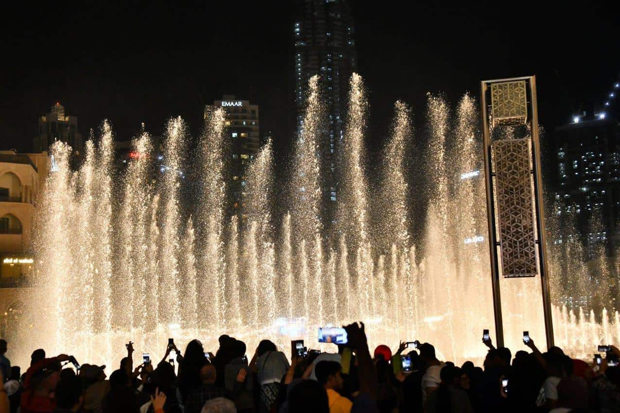 The Dubai Mall's fountain show goes off every 30 minutes at night