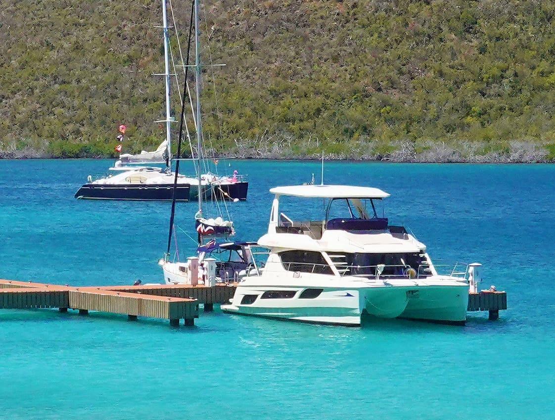 Boat Chartering British Virgin Islands: Marinemax 484 at dock