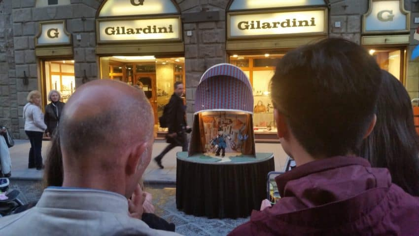 A classic puppet show in the Piazza del Duomo