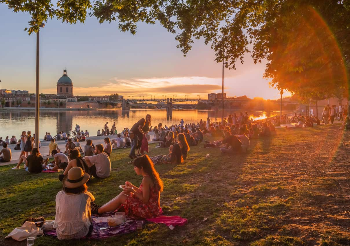 Toulouse has many sublime places like this on the Garonne to enjoy a picnic! Robin Alves/Toulouse Tourism photo.