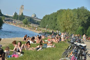 Enjoying summer in Munich on the banks of the River Isar. Sonja Stark photo.