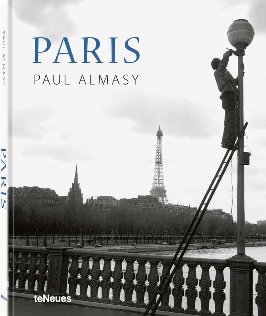 Painter on the Pont de l'Alma, 1950s photos by Paul Almasy Paris