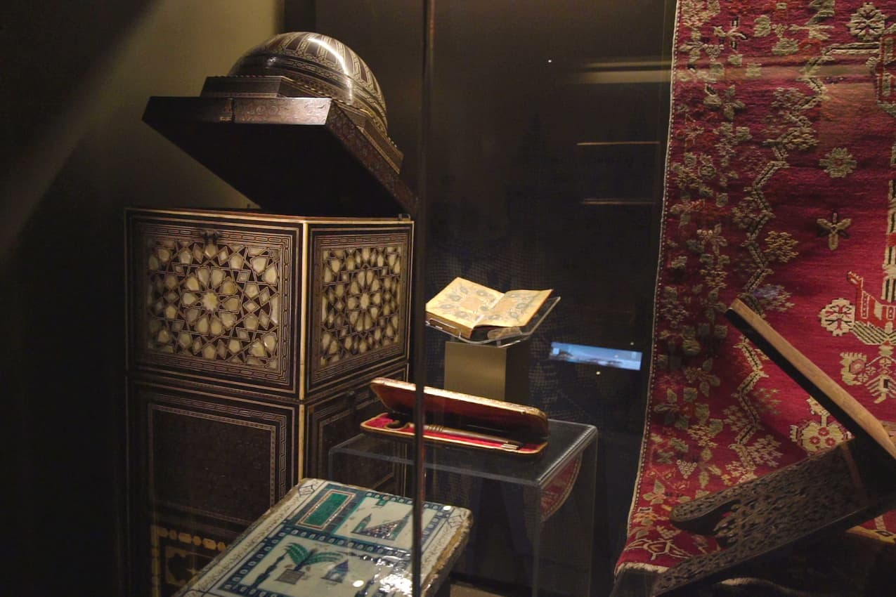Istanbul Airport Museum Cloth and Book