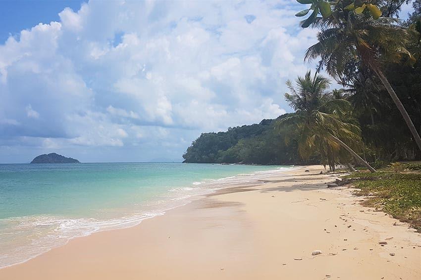 Koh Bulon Les School Beach