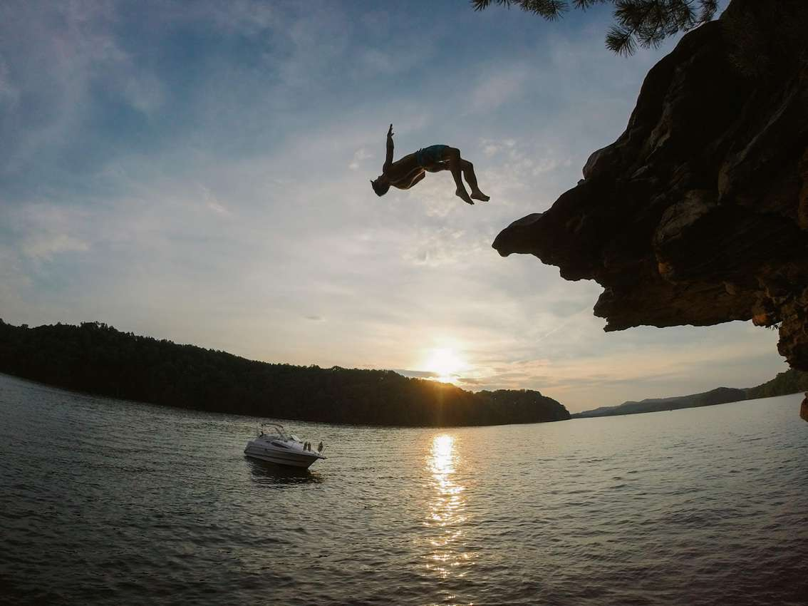 Summersville, West Virginia: A secret place known by climbers full of pristine nature, roaring rivers and high cliffs for jumping.