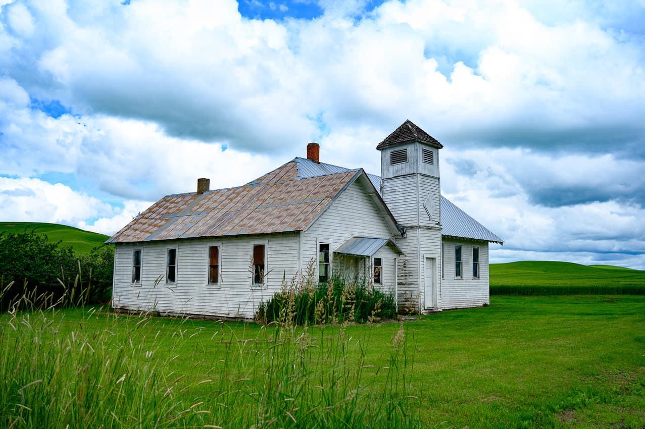 The Cedar Creek School is no longer in use.