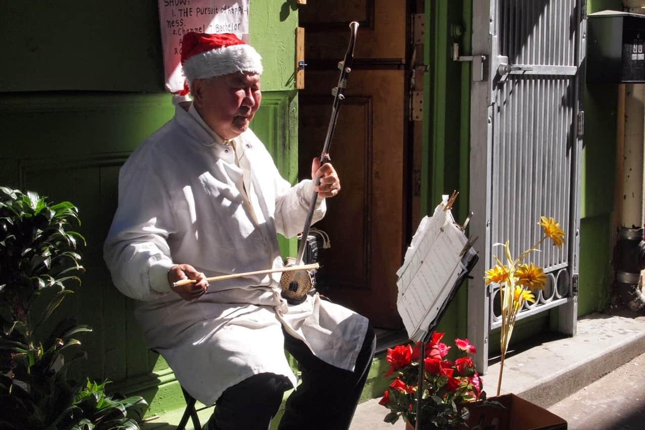 Chinatown santa plays the violin