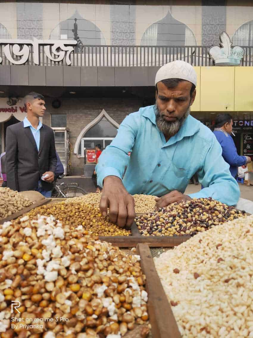 peanut vendor in dhaka