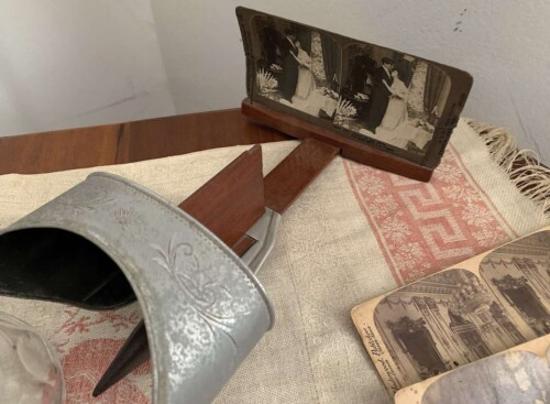 A vintage stereoscope created a 3D image.