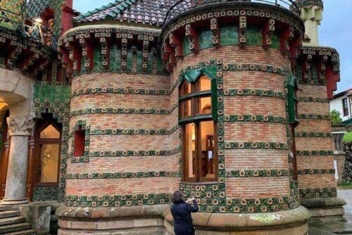 Gaudi curved walls