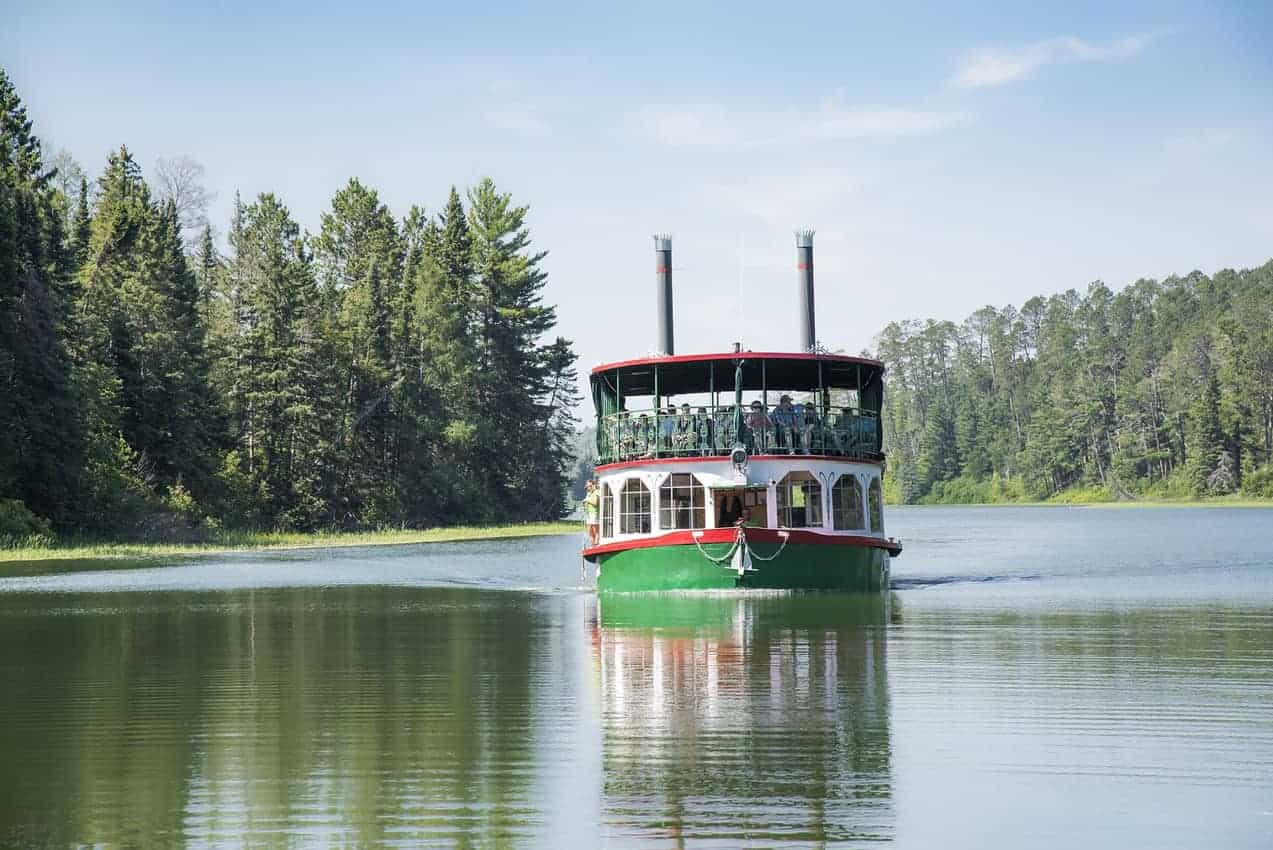 Boat tour on Lake Itasca, you can also get married on board!