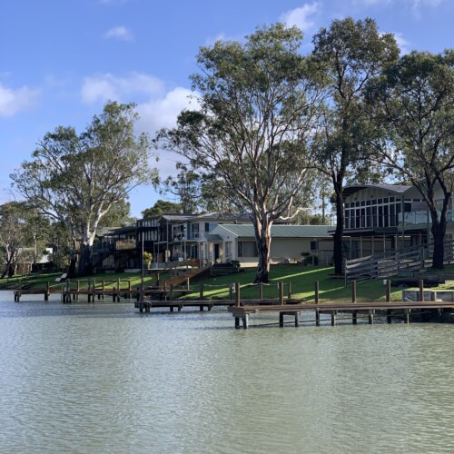 Holiday Homes on the Murray river Australia