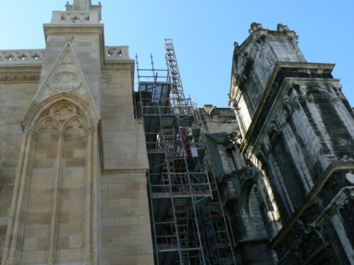 The difference between the cleaned limestone of the cathedral and the dirty parts in Bordeaux is striking.